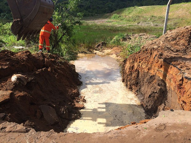 Cratera na BA-880, em Cachoeira (Foto: Divulgação/Seinfra)
