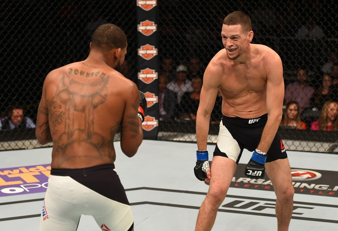 Nate Diaz provoca Michael Johnson durante a luta (Foto: Getty Images)