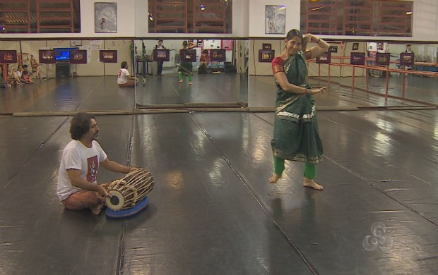 Grupo de dança colombiando ensaiando (Foto: Reprodução/TV Amapá)