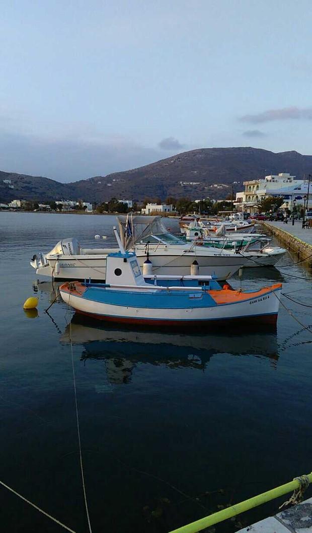 Barco que José de Abreu ganhou, ancorado no porto de Gavrion (Foto: Arquivo pessoal)