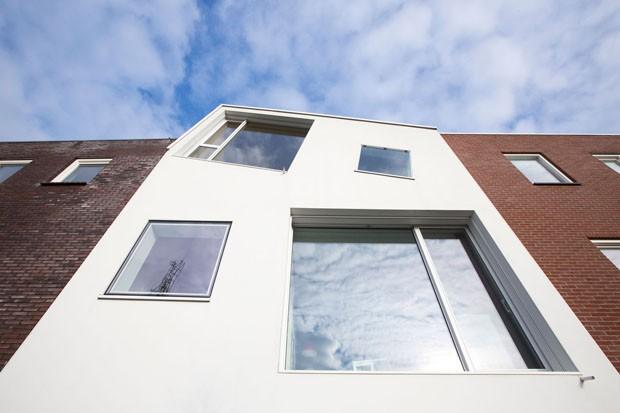 Casa ganha ângulo antimonotonia (Foto: Simon Bosch (www.simonbosch.nl))