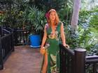 Marina Ruy Barbosa aposta em fenda e decotão para look na Tailândia