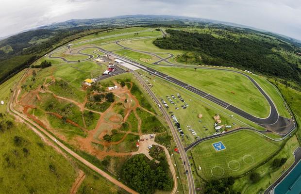 Mitsubishi pista off-road no complexo do Autódromo Velo Città (Foto: Divulgação)
