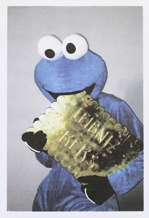 Ladrão roubou letreiro de fábrica de biscoitos (Foto: Michael Thomas/AFP)