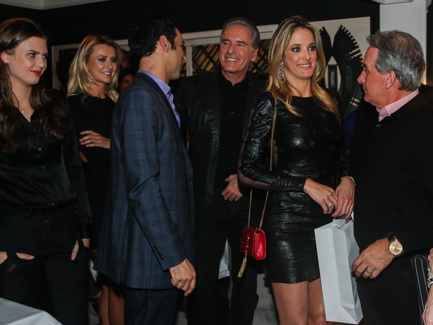 Justus e a namorada, Ana Paula Siebert, e Ticiane Pinheiro com o namorado, César Tralli, em festa em São Paulo (Foto: Manuela Scarpa e Marcos Ribas/ Foto Rio News)