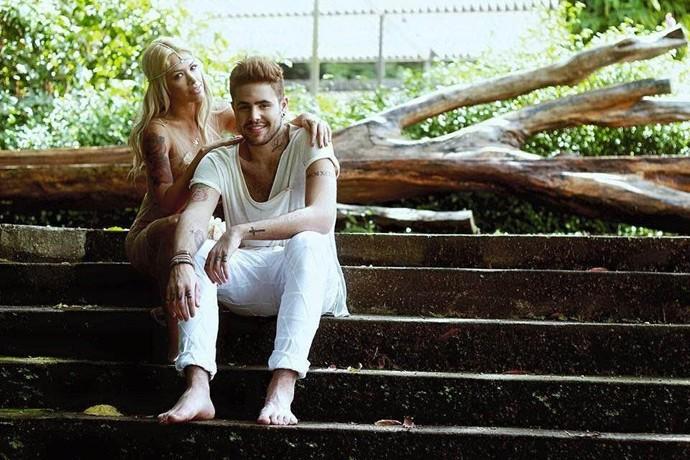 Leandro Buenno com a amiga Nikki durante gravação do clipe (Foto: Daniel Trento/ Divulgação)