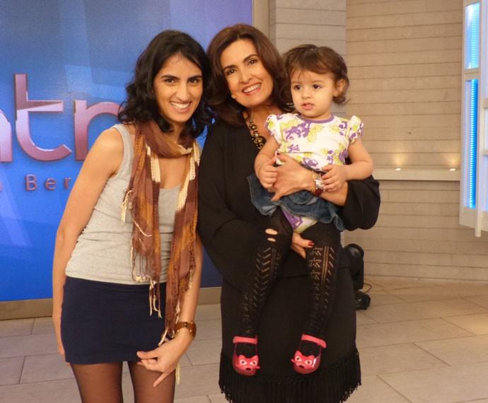 Emanuelly e a filha posam com Fátima (Foto: Viviane Figueiredo Neto/ Gshow)