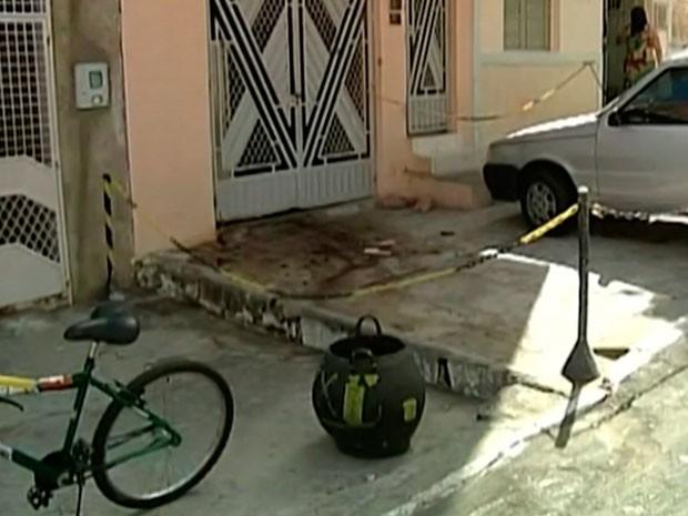Idoso foi morto na porta da sua pousada, em Paulo Afonso na Bahia (Foto: Reprodução / TV São Francisco)