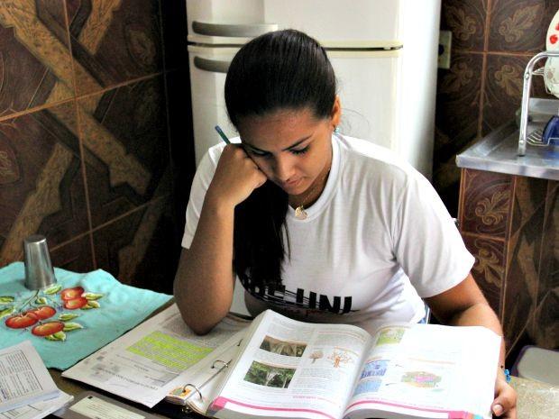Jovem quer se formar em Odontologia (Foto: Matheus Castro/G1 AM)