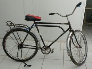 Para ir até o local, Lenilson pegou a bicicleta do patrão (Foto: Juliana Peixoto/G1)