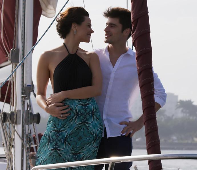 Tito e Ana se lançam em viagem apaixonada! ♥  (Foto: TV Globo)
