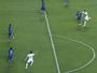 Luis Fabiano acerta rival no rosto e leva vermelho direto. Assista ao lance!