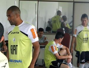 jogadores no treino do América-MG na academia (Foto: Marco Antônio Astoni / Globoesporte.com)