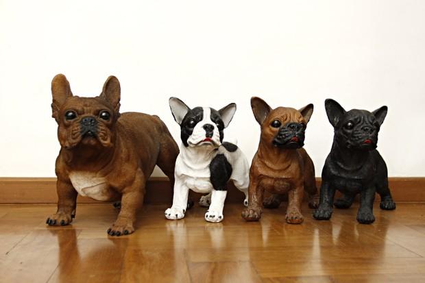 Cachorrinhos de decoração localizados na sala da casa de Carol Narizinho (Foto: Celso Tavares / EGO)
