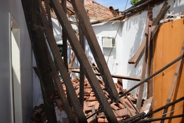 Telhado de casa caiu em Paraíso do Tocantins (Foto: Divulgação/Surgiu)