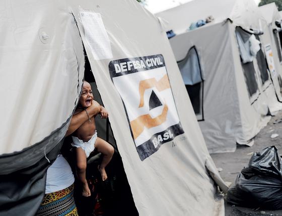 Abrigo para refugiados em Boa Vista.Uma tenda é opção á viada  pobre sob uma ditadura (Foto:  Nacho Doce/REUTERS)