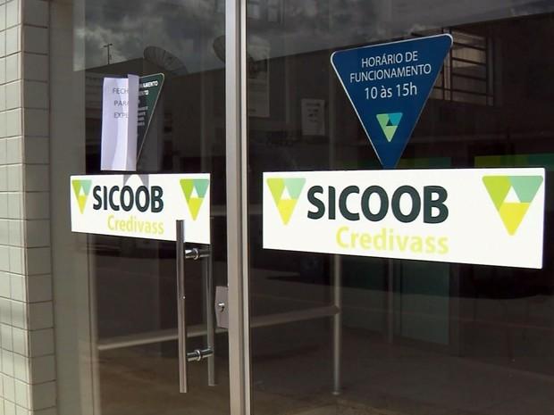 Agência do Sicoob foi assaltada em Santa Rita do Sapucaí (Foto: Reprodução EPTV)