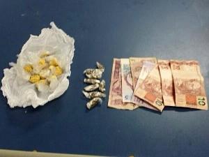 Droga apreendida com o suspeito (Foto: Divulgação/SSP)