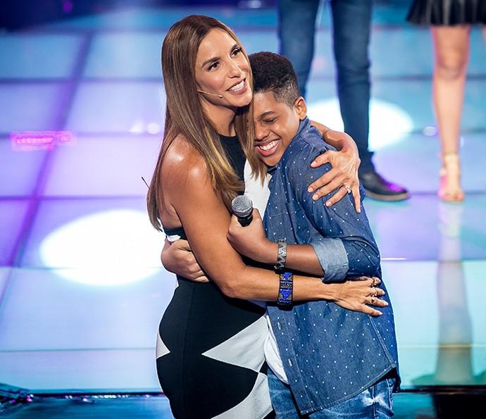 Aquele abraço na mainha, Robert! (Foto: Isabella Pinheiro/Gshow)