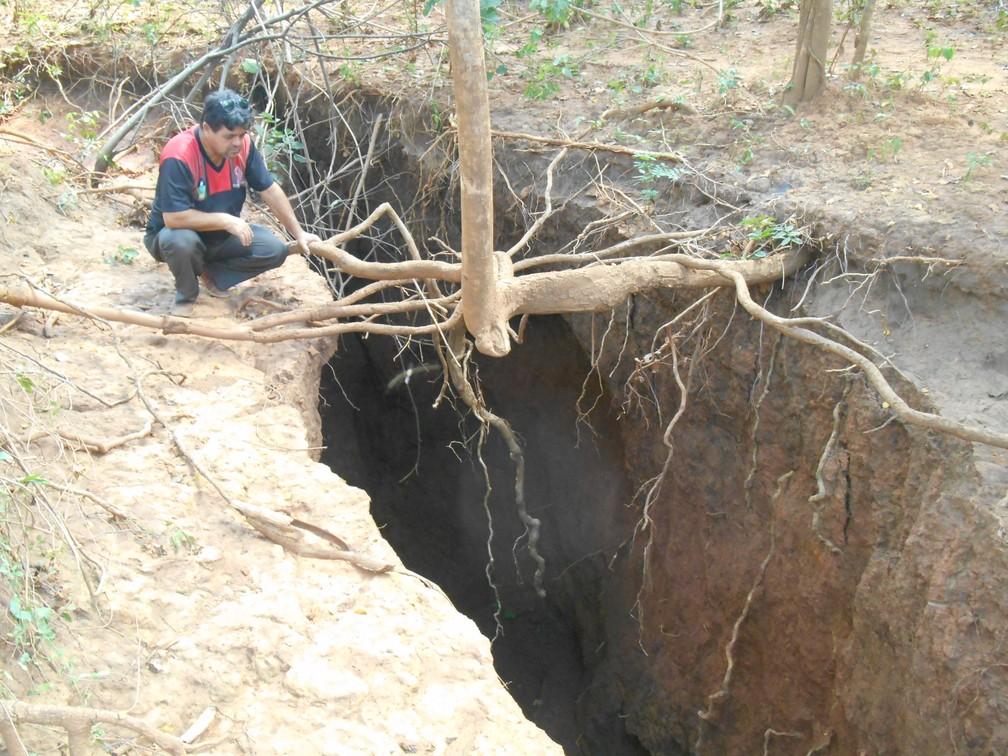 Defesa Civil fez laudo que encaminha análise da cratera para setores de geologia (Foto: Edvaldo Ferreira/Defesa Civil)