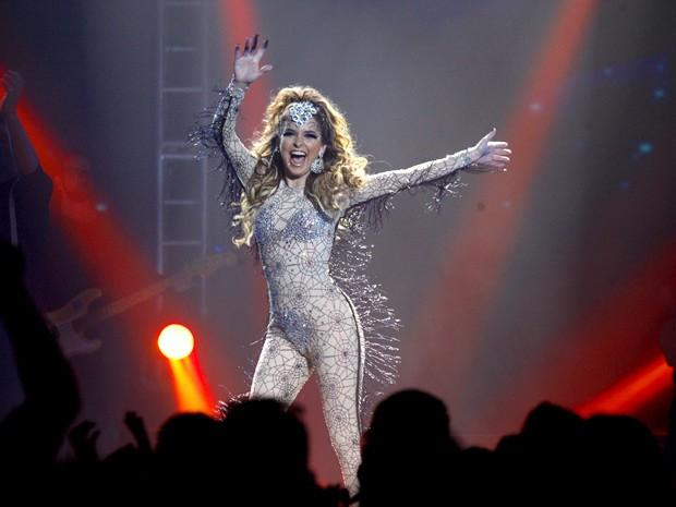 A rainha do eletroforró prolonga o bis e arrasa (Foto: Cheias de Charme / TV Globo)