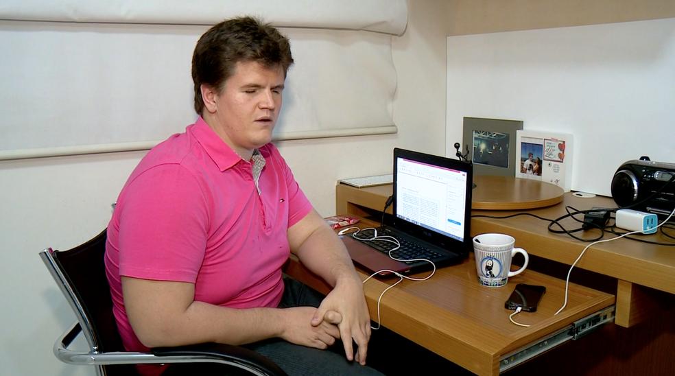 Felipe Rigoni tem deficiência visual e vai estudar na Inglaterra durante um ano (Foto: Reprodução/ TV Gazeta)