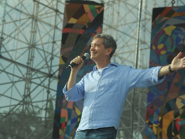 O anfitrio do evento, Serginho Groisman, abre o Festival Promessas. (Foto: Flavio Moraes/G1)