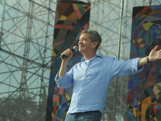 O anfitrião do evento, Serginho Groisman, abre o Festival Promessas. (Foto: Flavio Moraes/G1)