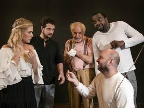 No enredo repleto de tensão masculina, a única mulher em cena é Mae (Foto: Divulgação/Luciano Alves)