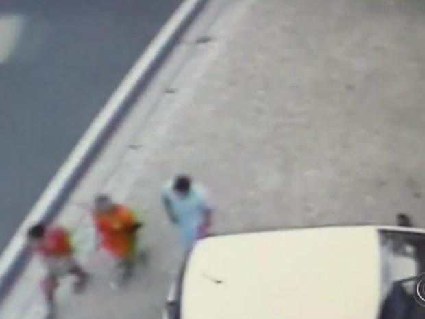 Suspeitos não foram localizados após roubo em Sorocaba (Foto: Reprodução/ TV TEM)