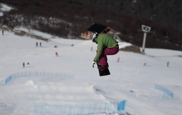 Snowboard Isabel Clark treina no Ushuaia  (Foto: Iván Fuenzalida / Divulgação)