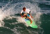 Garotada cai na �gua e d� show em circuito de surf na Praia da Pipa