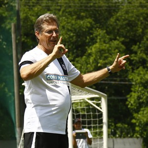 Oswaldo de Oliveira Santos (Foto: Ivan Storti/Divulgação Santos FC)