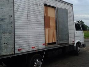 Polícia encontrou maconha escondida em caminhão que carregava móveis (Foto: Divulgação/Polícia Rodoviária Estadual)