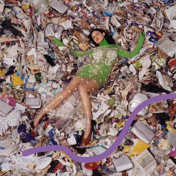 Stella McCartney propõe reflexão sobre o desperdício na indústria fashion em sua campanha de inverno 2018 (Foto: Divulgação)