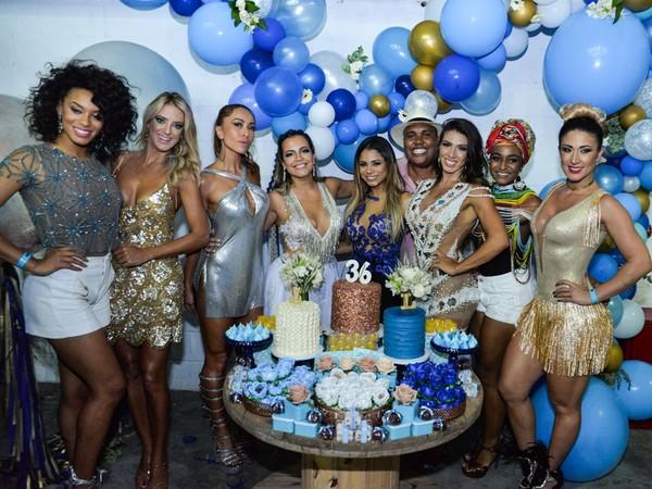 Musas ganham bolo de aniversário em festa da primeira-dama da Vila