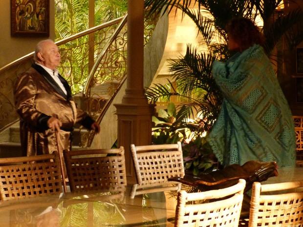 Quem não gosta nadinha de ver Candinho em sua casa é Dionísio (Foto: Flor do Caribe/ TV Globo)