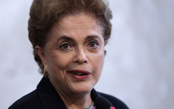 A presidente Dilma Rousseff durante coletiva de imprensa no Palácio do Planalto (Foto: AP Photo/Eraldo Peres)