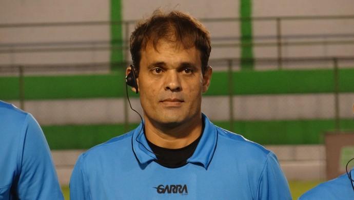 Flávio Feijó de Omena, árbitro (Foto: Leonardo Freire/GloboEsporte.com)