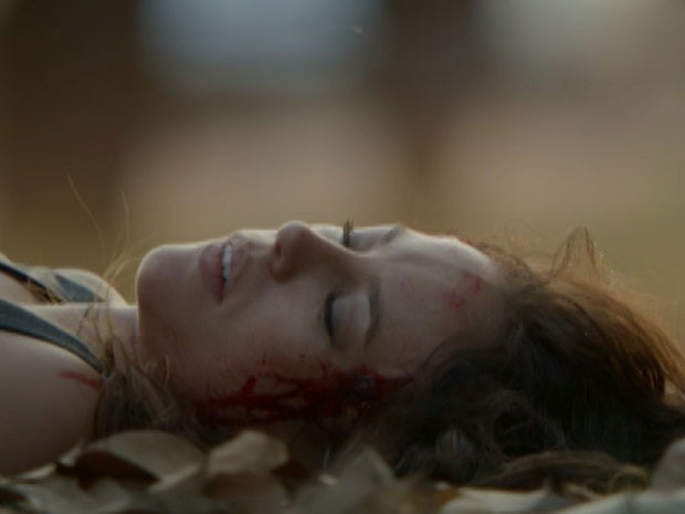 Danny Bond é assassinada no último (Foto: TV Globo)