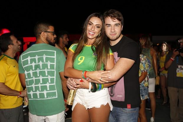 Nicole Bahls e Olin Batista (Foto: Marcos Serra Lima / EGO)