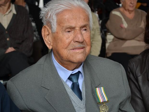 Ex-combatente piracicabano Romeu Gomes de Oliveira, de 99 anos (Foto: Bruna Sampaio/G1)