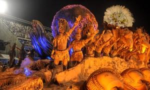 Unidos da Tijuca usa mil quilos de argila para pintar homens no abre-alas