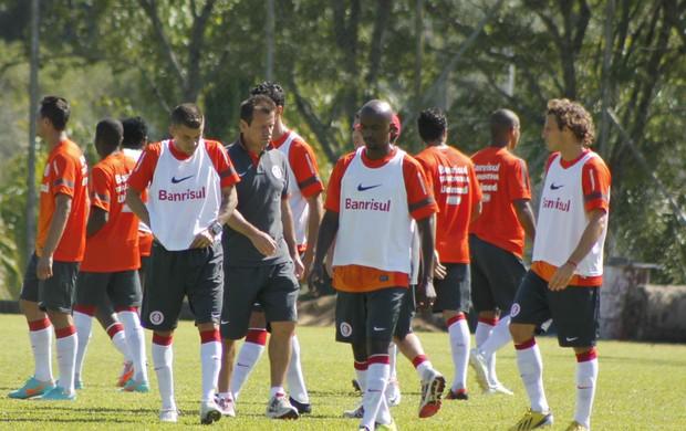 Dunga orienta treino do Inter em Bento Gonçalves (Foto: Diego Guichard)