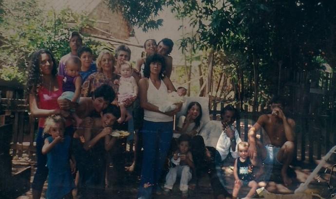 Natal em família: Wagner Barreto com dois aninhos de idade na comemoração na casa do avô Jorge com tios, primos, irmãos e a mãe (Foto: Arquivo pessoal)
