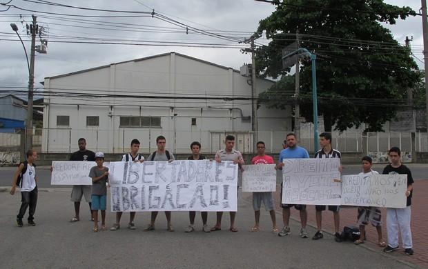 botafogo torcida protesto (Foto: Fred Huber)