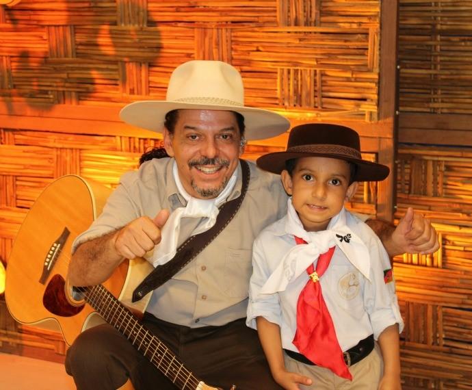 O pequeno Raul, fã número 1 de Neto Fagundes, também participou do programa (Foto: Nice Sordi/RBS TV)