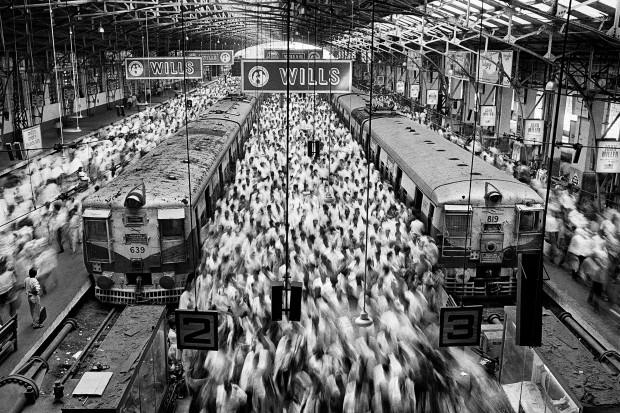 Mumbai - Índia, 1995 (do livro 'Êxodos') (Foto: Sebastião Salgado)