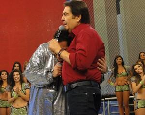 Tiago se emociona e abraça Fautão (Foto: Domingão/ TV Globo)