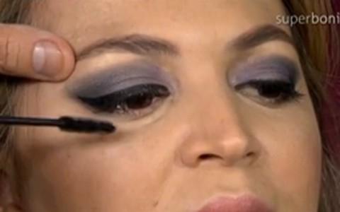 Maquiagem de festa: olho esfumado com preto e lilás